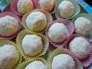 Biskuit-Schneeball, Kokoskugel